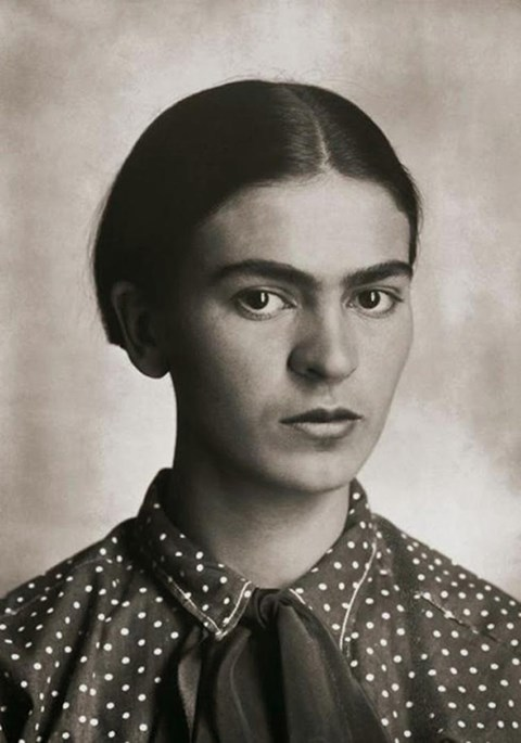 Frida Kahlo in her teens 1_theartgorgeous