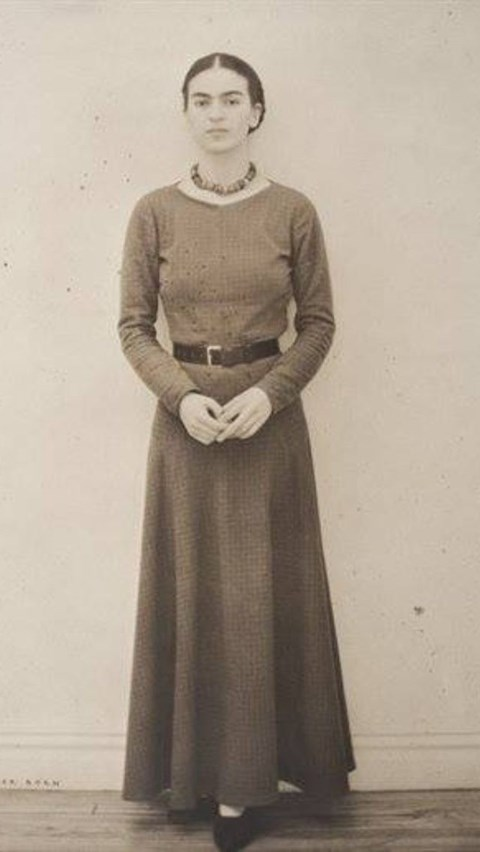 Frida Kahlo in her teens 2_theartgorgeous