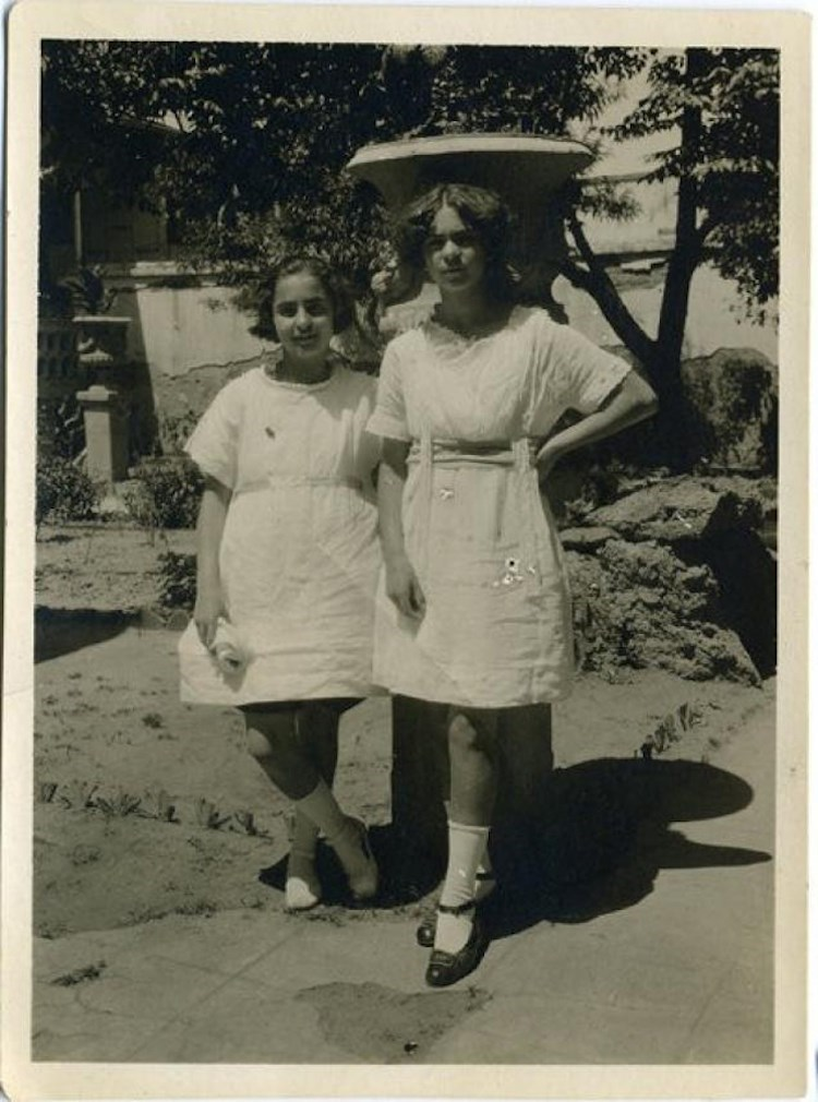 Frida Kahlo in her teens 3_theartgorgeous
