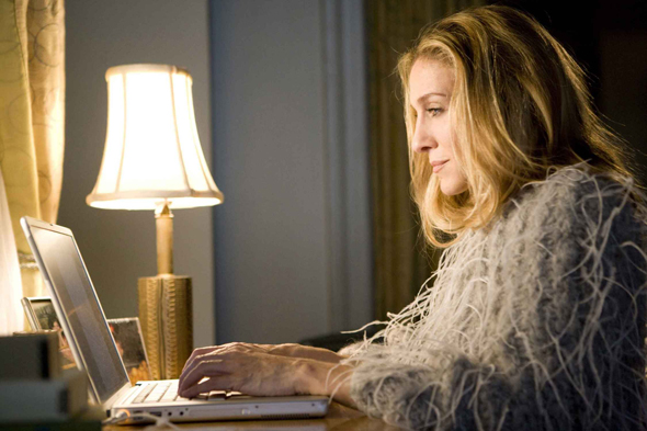 carrie-bradshaw-writing